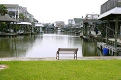 Case americane in barche di fiume del sud del Texas Immagini Stock