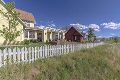 Case anteriori del lago nell'Utah con il passaggio pedonale pubblico Immagini Stock Libere da Diritti