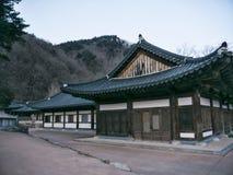 Case asiatiche in tempio di Sinheungsa Immagine Stock