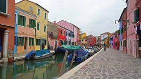 Case colorate nell'isola di Burano stock footage