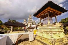 Case complesse del tempio indù con i fantasmi, di Nusa Penida, l'Indonesia Immagini Stock Libere da Diritti
