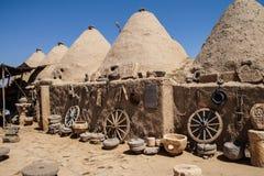 Case con mattoni a vista tradizionali del fango dell'alveare Fotografia Stock Libera da Diritti
