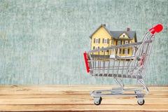 Case del bene immobile?, appartamenti da vendere o per affitto Fotografia Stock