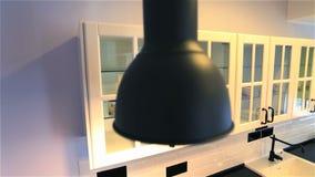 Case del bene immobile?, appartamenti da vendere o per affitto video d archivio