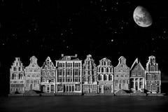 Case del canale contro il cielo stellato Immagini Stock Libere da Diritti