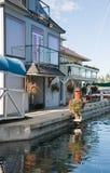 Case del galleggiante o villaggio del porticciolo Fotografia Stock Libera da Diritti