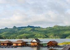 Case del hotel galleggiante, Tailandia Fotografie Stock