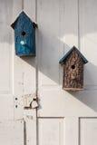 Case dell'uccello della corteccia di albero Immagini Stock Libere da Diritti