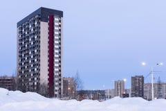 Case della città di palazzo multipiano nell'inverno Immagine Stock Libera da Diritti