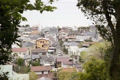 Case della città nel Giappone con i tetti colorati Immagine Stock