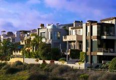 Case della spiaggia dell'oceano Pacifico di California del sud Immagini Stock