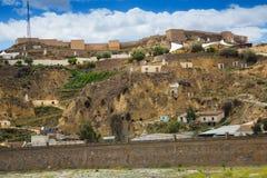 Case di abitazioni in roccia a Puerto Lumbreras e castello immagini stock