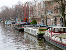 Case di Amsterdam sui canali 0842 dell'acqua Fotografie Stock Libere da Diritti