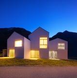 Case di campagna di notte Immagini Stock