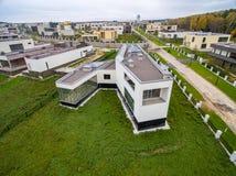Case di campagna moderne in costruzione Immagini Stock