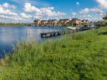 Case di famiglia di lungomare in Almere, Paesi Bassi Fotografia Stock Libera da Diritti