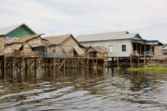 Case di galleggiamento, lago sap di Tonle, Cambogia Immagini Stock