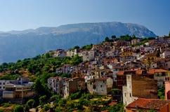 Case di Hillside in villaggio italiano Fotografia Stock Libera da Diritti