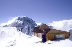 Case di legno in alte montagne. Stazione sciistica Fotografia Stock Libera da Diritti