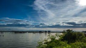 Case di legno dei pescatori tradizionali nel lago Songkhla, Tailandia Fotografia Stock