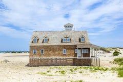 Case di legno nella baia del Manatee vicino a largo forte nelle dune di Immagini Stock Libere da Diritti