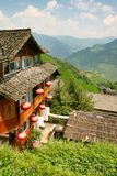 Case di legno tradizionali cinesi nel villaggio di Dazhay immagini stock libere da diritti