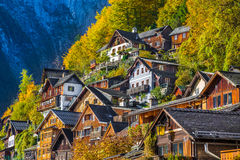 Case di legno tradizionali in Hallstatt, Salzkammergut, Austria Fotografia Stock