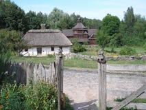 Case di legno ucraine tradizionali Immagini Stock