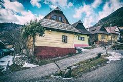 Case di legno variopinte nel villaggio di Vlkolinec, Repubblica Slovacca, Unesco Eredità culturale Destinazione di corsa Architet immagine stock libera da diritti