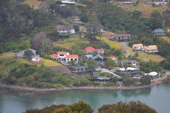 Case di Mangonui lungo acqua fotografie stock