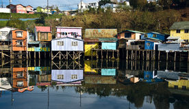 Case di Palafito sopra l'acqua in Castro, Chiloe, Cile Fotografia Stock