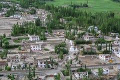 Case di pietra tibetane alla valle verde in Ladakh, India Fotografia Stock Libera da Diritti