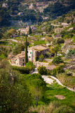 Case di pietra tradizionali nel piccolo villaggio Immagine Stock