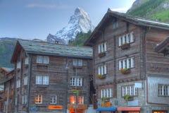Case di Zermatt con Matterhorn Fotografia Stock