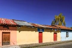 Case dipinte & bandiere guatemalteche, Antigua, Guatemala Fotografia Stock Libera da Diritti