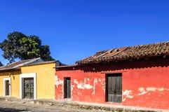 Case dipinte in città coloniale Fotografie Stock