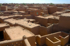Case e costruzioni di trascuranza in Agadez Fotografia Stock