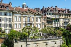 Case e giardini viventi nella vecchia città di Berna, Svizzera Fotografia Stock Libera da Diritti