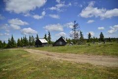 Case e strada di legno della montagna Fotografia Stock Libera da Diritti