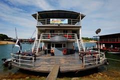 80 case galleggianti d'acciaio del pontone della persona alta un dato numero di piedi Immagini Stock Libere da Diritti