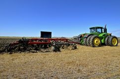 Free Case IH Chisel Plow And John Deere Tractor Royalty Free Stock Photos - 86331708