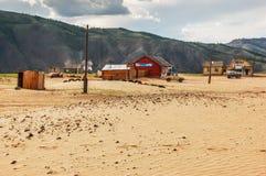 Case isolate sulla sabbia, Mongolia del Nord Fotografia Stock Libera da Diritti