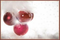 Case la decoración blanca roja de la tarjeta de felicitación de la Navidad Imagen de archivo
