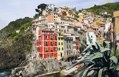 Case luminose nel villaggio in Italia Terre di Cinque Immagini Stock Libere da Diritti