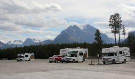 Case mobili contro Rocky Mountains Immagini Stock Libere da Diritti