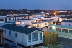 Case mobili su un campo caravan al crepuscolo Fotografie Stock