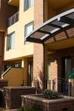 Case moderne della città del condominio del Brownstone Fotografia Stock