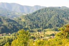 Case nelle alpi di Dinaric, Serbia Fotografia Stock