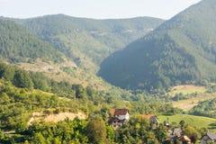 Case nelle alpi di Dinaric in Serbia Fotografia Stock