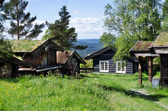 Case norvegesi tipiche nel villaggio Immagine Stock Libera da Diritti